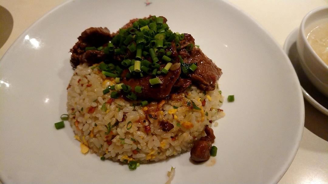 お一人飯~牛肉のせガーリックチャーハン~とLOTO7